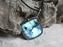 Náhrdelníky - Modrastá búrka (labradorit) - 10275120_