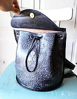 Batohy - Ručne šitý kožený batôžtek - 10274423_