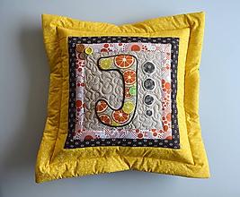 Úžitkový textil - Vankúš s písmenom... - 10275719_