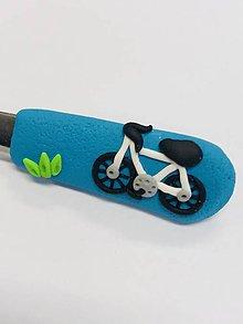 Pomôcky - lyžička s bicyklom - 10275170_
