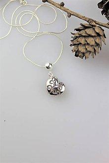 Náhrdelníky - valentínske srdiečko prívesok s retiazkou - 10279157_