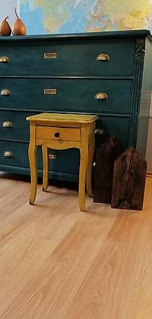 Nábytok - Nočný stolík žltý industriál - 10277411_