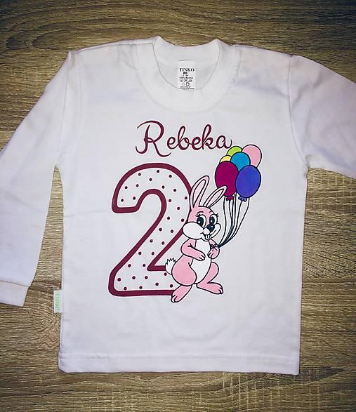 52750c5c9d4f Maľované narodeninové tričko s menom a so zajačikom   5ka.malovane ...