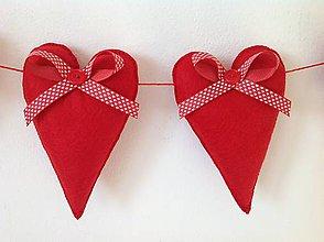 Dekorácie - Srdiečková girlanda červená - 10277946_