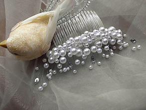 Ozdoby do vlasov - snehobiely perlový hrebienok - 10280777  37ad16f2e93