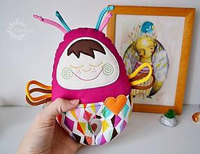 Hračky - Vesmírny chrobáčik farebný - hrkálka - 10283836_
