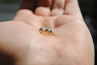 Náušnice - Kúsok lásky, kúsok voľnosti mini náušničky zlaté  (žlté zlato - zapínanie na balónik) - 10287100_