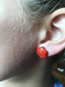 Náušnice - červená kvetinka/keramika/ - 10285532_