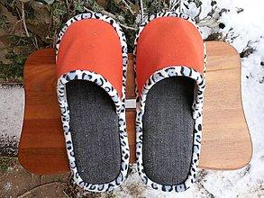 Obuv - Čierno-oranžové papuče - 10287575_