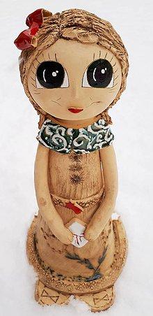 Dekorácie - Keramické dievčatko s darčekom v rukách - 10287935_
