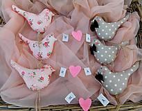 Darčeky pre svadobčanov - ... už aj vrabce na streche si čvirikajú... - 10287620_