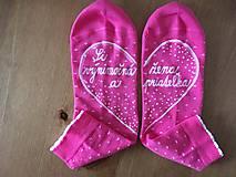"""Obuv - Maľované ružové ponožky s nápisom: """"Si výnimočná žena a priateľka :)"""" - 10288392_"""