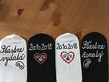 Obuv - Maľované ponožky pre novomanželov / k výročiu svadby (biele+čierne) - 10288458_