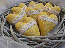 Dekorácie - Žlté levanduľové srdiečká - 10288270_