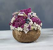 Kytička: Aranžmán v kokosovom orechu (Kytička Ružové pivonky)