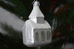 Dekorácie - Biele zasnežené kostolíky - 10291009_