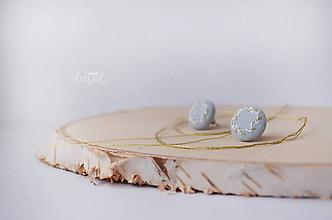 Náušnice - Zlato - biele venčeky v sv.modrom objatí - malé - 10289459_