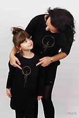 Šaty - Dámske šaty s vreckami čierne z teplákoviny M15 IO23 - 10290752_