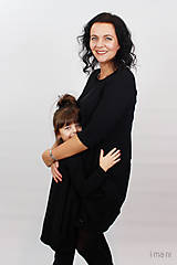 Šaty - Dámske šaty s vreckami čierne z teplákoviny M08s IO24 - 10290849_