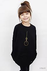 - Detské šaty s vreckami čierne z teplákoviny M08s IO24 - 10290865_