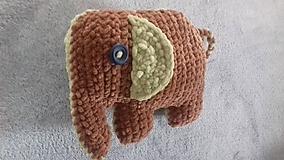 Dvojfarebný slon Toník
