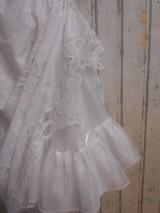 Spodnička z organzy, biela perleť, v dĺžke midi.