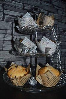 Obalový materiál - Papierové košíky na koláčiky s novinovým vzorom - 10293660_