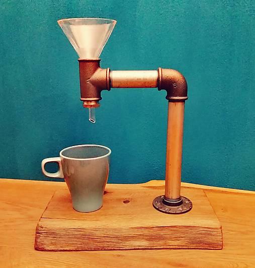 Kávovar na prekvápkavanú kávu