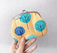 Peňaženky - Peňaženka XL Stromy na žltom podklade - 10292009_