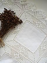 Úžitkový textil - veľký ľanový obrus s háčkovanou krajkou - 10297929_
