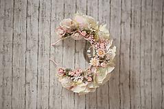Ozdoby do vlasov - Kvetinová romantická čelenka v púdrových odtienoch - 10299535_