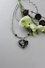 Hematitový náhrdelník s obsidiánovým srdiečkom