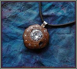 Náhrdelníky - 559. Dřevěný náhrdelník DUB - Zirkon 15mm - 10296170_