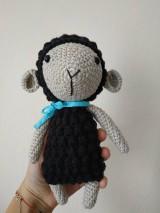 Háčkovaná ovečka (Čierna)