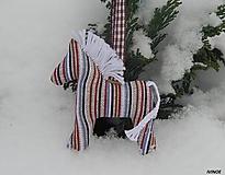 Drobnosti - Prívesok na kľúče - hnedý pásikovaný koník s bielou hrivou - 10297849_