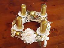 Dekorácie - Zlato-smotanový adventný veniec 32cm - 10298915_