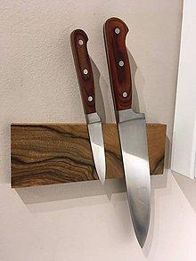 Pomôcky - Drevený držiak na nože - 10300246_
