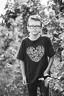 Tričká - Detské folk tričko srdce- čierne - 10302246_