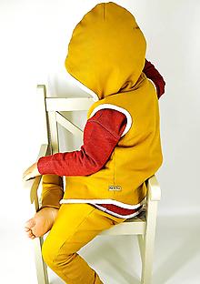 Detské oblečenie - Vyteplená horčicová vestička - 10302587_