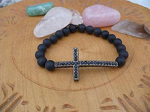Náramky - náramok s krížikom a matným Onyxom - 10301533_