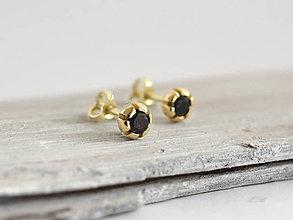 Náušnice - 14k zlaté šrubovacie náušnice s prírodným čiernym zafírom - 10304704_