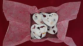 Svietidlá a sviečky - Čajová sviečka zo sójového vosku - srdiečko darčekové balenie - 10304681_