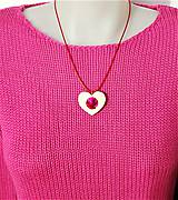Náhrdelníky - Drevený náhrdelník  - Vysmiate srdiečko - 10305137_