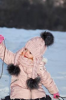 Detské čiapky - Púdrová vrkočiková s bambuľkami - 10303635_