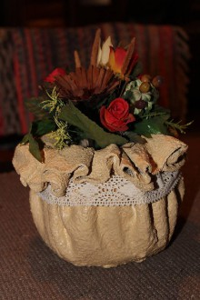Nádoby - Roztomilý kvetináčik s bielou stužkou - 10305932_