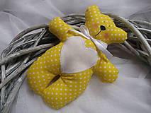 Darčeky pre svadobčanov - Žlté macíky do ručičky - 10304316_