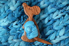 Odznaky/Brošne - Drevená brošňa - myška - 10307688_