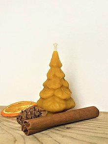 Svietidlá a sviečky - Sviečka zo 100% včelieho vosku - stromček - 10309090_