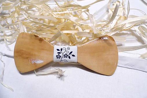 Folklórny drevený motýlik