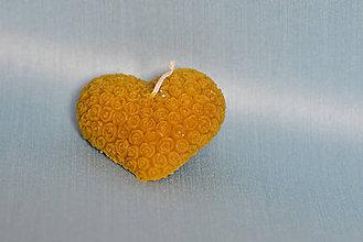 Svietidlá a sviečky - Sviečky z včelieho vosku (Srdce s ružami) - 10307480_